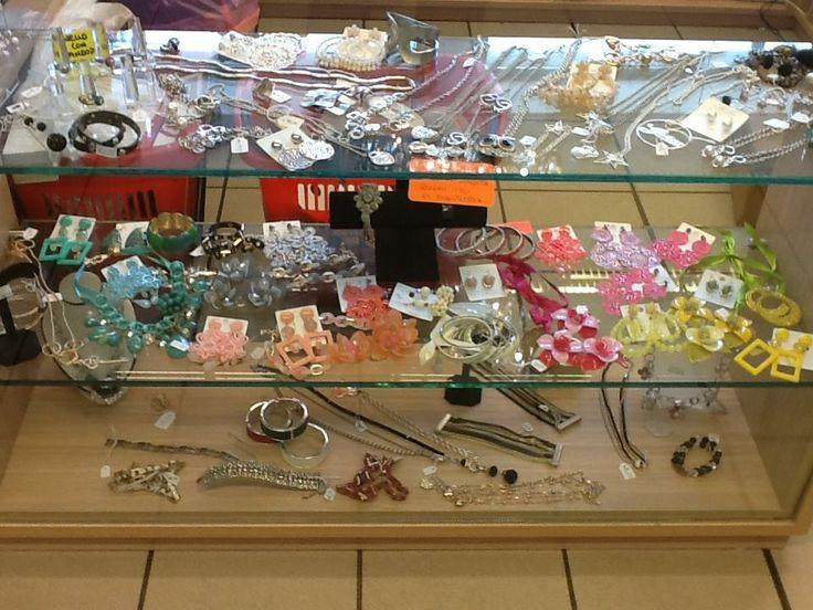 Esposizione bigiotteria 02 (Jewelery exhibition)