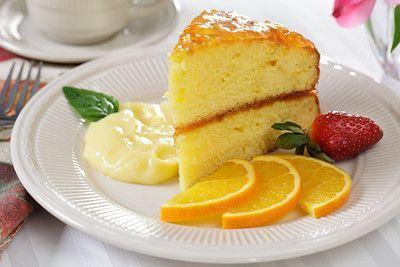 Σορτ κέικ πορτοκαλιού γεμιστό με μαρμελάδα καλυμμένο με έξτρα μαρμελάδα ή με σαντιγί. Μια απλή και πολύ εύκολη στη παρασκευή της συνταγή του Νικ. Τσελεμε