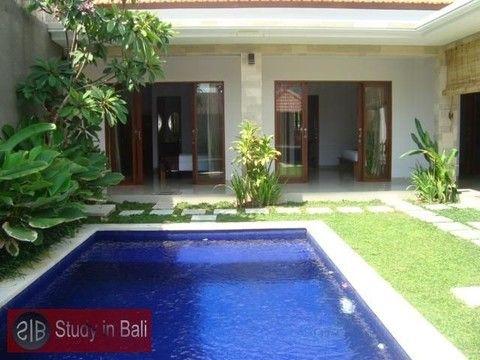 Villa Cahaya Kerobokan, Taman SariModern style 3 bedroom villa in in Kerobokan. Comfortable light-flooded bedrooms equipped with air-condition and queen-size double bed.