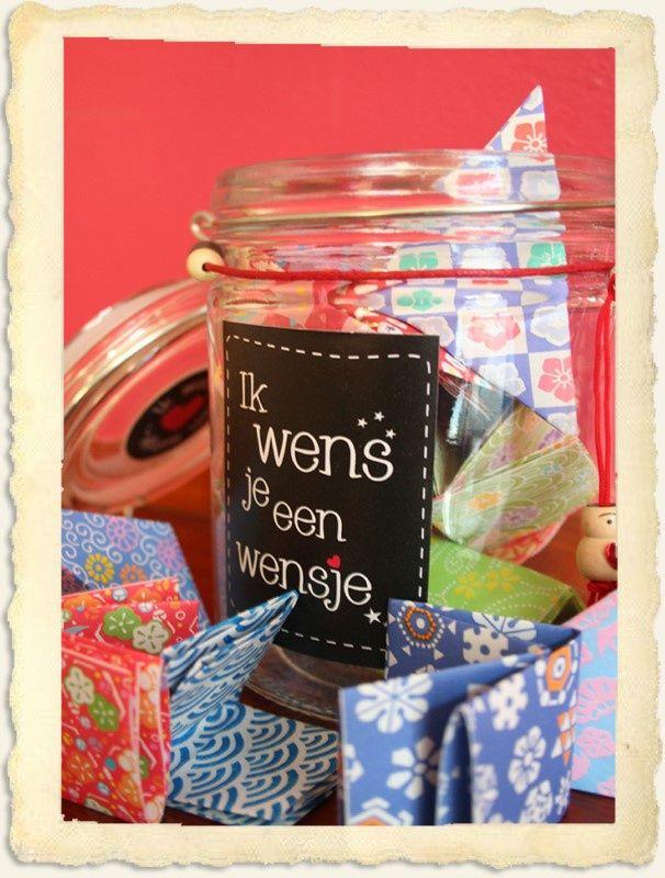 Met 'Ik wens je een wensje' verzamel je lieve briefjes van de mensen om je heen voor je pasgeboren kindje. Quotes, tekeningen, wensen of wijsheden die hen verder hebben geholpen in het leven.