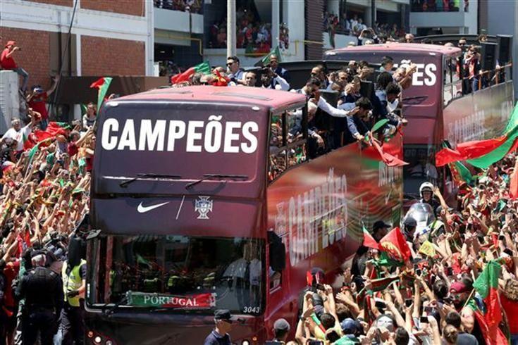 DIRETO|Campeões Europeus já estão no Palácio de Belém