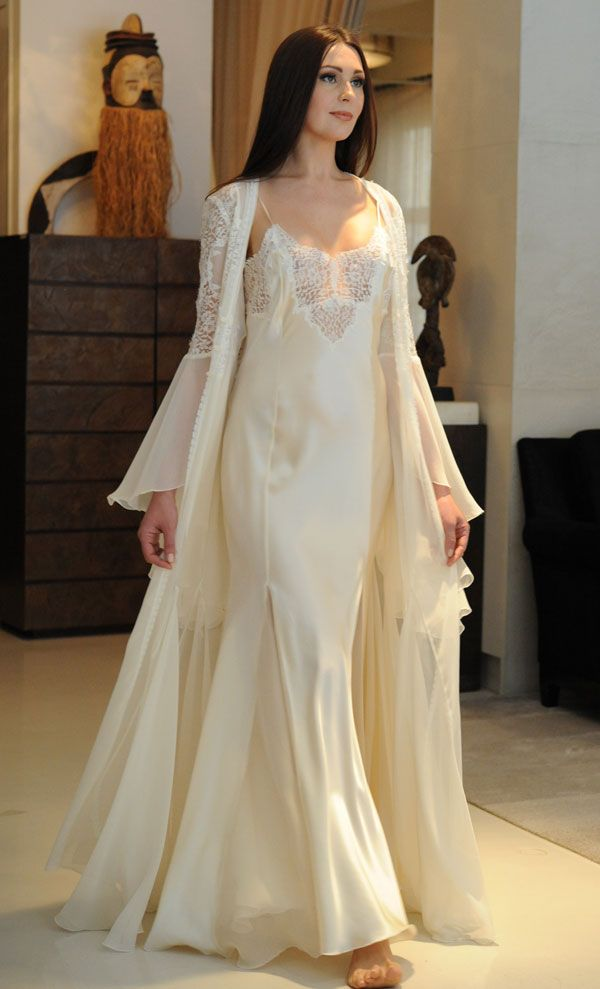 In the spotlight jane woolrich silk gown and robe perfect for Wedding dress under garments