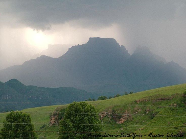 Beautiful views at Mountain Splendour Resort Mountain Splendour is a little piece of paradise, tucked away on a small working farm, in the heart of the Central Drakensberg. This 4-star camping resort boasts spectacular mountain views, farm-style personalised service and excellent amenities all set amongst a forest of trees, shrubs and manicured lawns.