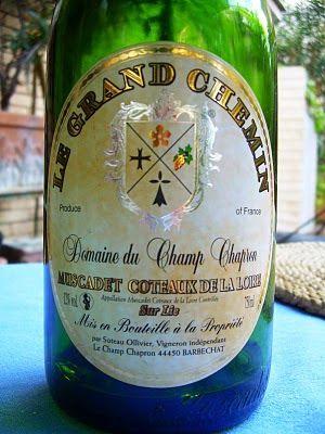 Tagliolini al nero di seppia e aringa affumicata e Muscadet Coteaux de la Loire  http://lecosesonocomesono-mv.blogspot.it/2010/04/tagliolini-al-nero-di-seppia-e-aringa.html