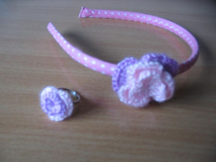 Diadema y anillo,hecho por mi(Rosario Bellón)