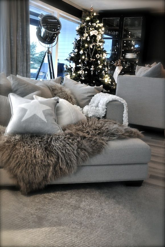 Best 25+ Christmas Living Rooms Ideas On Pinterest | Ornaments For Living  Room, Apartment Christmas Decorations And Christmas Tree Decorations Uk