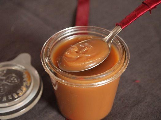 salidou caramel beurre salé-Comme beaucoup de gens je raffole du caramel au beurre salé. Sur les crêpes, dans les macarons, pour faire une tarte aux noix caramelisée