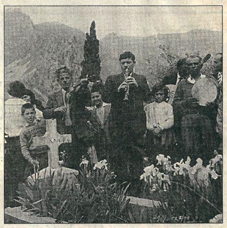 Από το Πάσχα μέχρι την Πεντηκοστή, λέει η παράδοση, οι νεκροί κυκλοφορούν ελεύθερα ανάμεσα στους ζωντανούς. Γι' αυτό οι πιστοί κάνουν επισκέψεις στα νεκροταφεία, κάνουν προσφορές στους νεκρούς ή δίνουν σε φτωχούς τη μερίδα του αποθανόντα. http://boraeinai.blogspot.gr/2015/04/blog-post_80.html