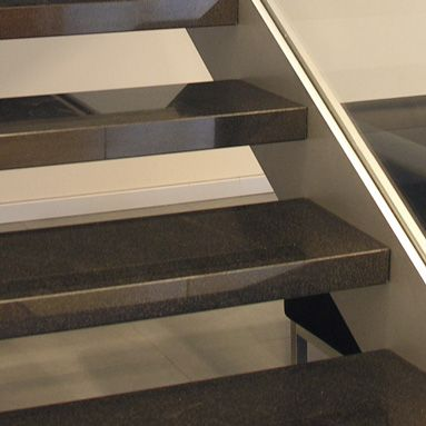 Granito Nero Assoluto - Gradino con struttura in acciaio: finitura lucida