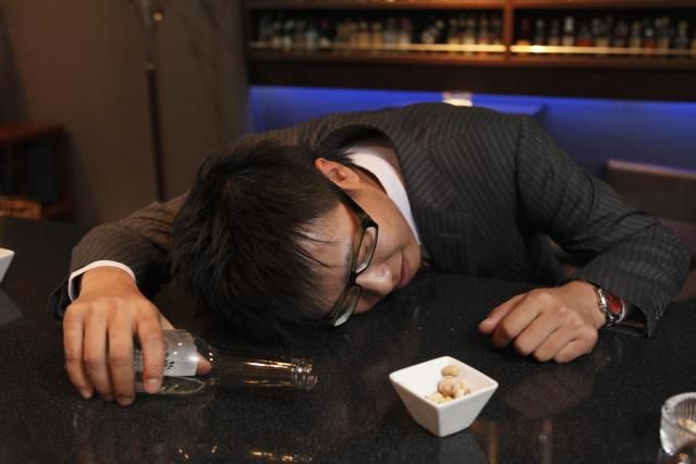 6 Symptoms of Alcohol Poisoning You Should Know