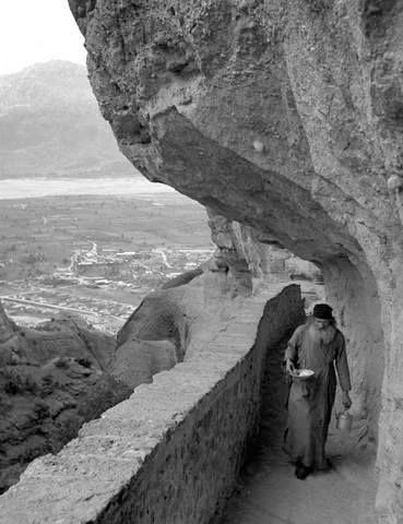 Στην μονή Αγ.Τριάδας στα Μετέωρα,1952