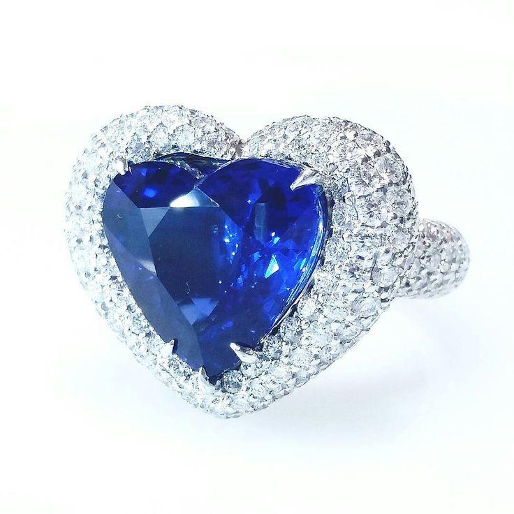 Primagems- 10.20 ct Vivid blue Sapphire Sri lanka