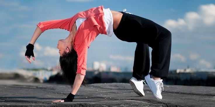 ВИДЕО: Танцевальные тренировки для тех, у кого не хватает времени на спортклуб - http://lifehacker.ru/2015/03/26/video-dance-workout/
