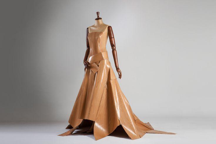 Wood-ing Gown, un Abito da Sposa realizzato in Legno, by Matthan Gori.