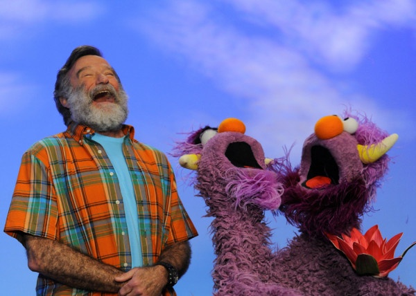 Robin Williams with puppets LOL