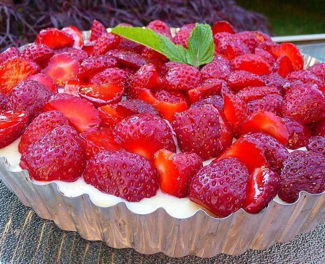 Eat Like Your Grandma: Strawberry Vanilla Crumble Pie (Gluten Free) so fresh and delicious!!