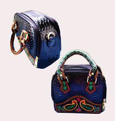 Rp 155.000      Description   Nama barang Tas ming-ming  Code barangMM0008  Ada tali selempangnya  Ukurannya 20x10x16 cm  Jahitan ra...