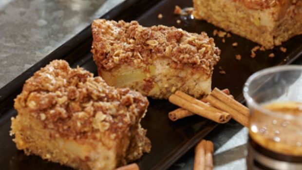 Opskrift på kage med pærer og nødder   Pære-hasselnøddekage