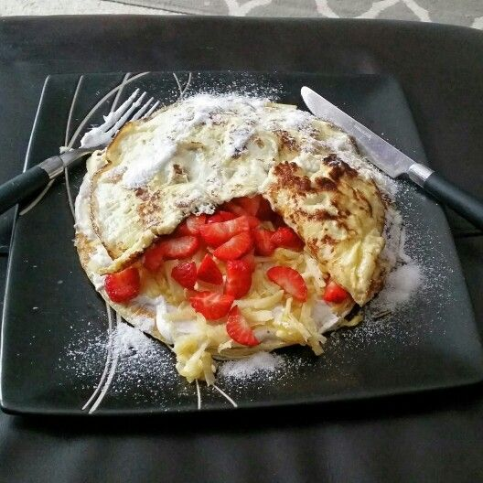 Sweet omelette with strawberries, apple and cinnamon quark. Slimming world meal