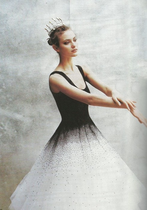 by Peter Lindbergh for Vogue April 1997: Shalom Harlow, Black Swan, Peter O'Tool, Peter Lindbergh, Black White, Fashion Photography, Ballet, The Dresses, Dance