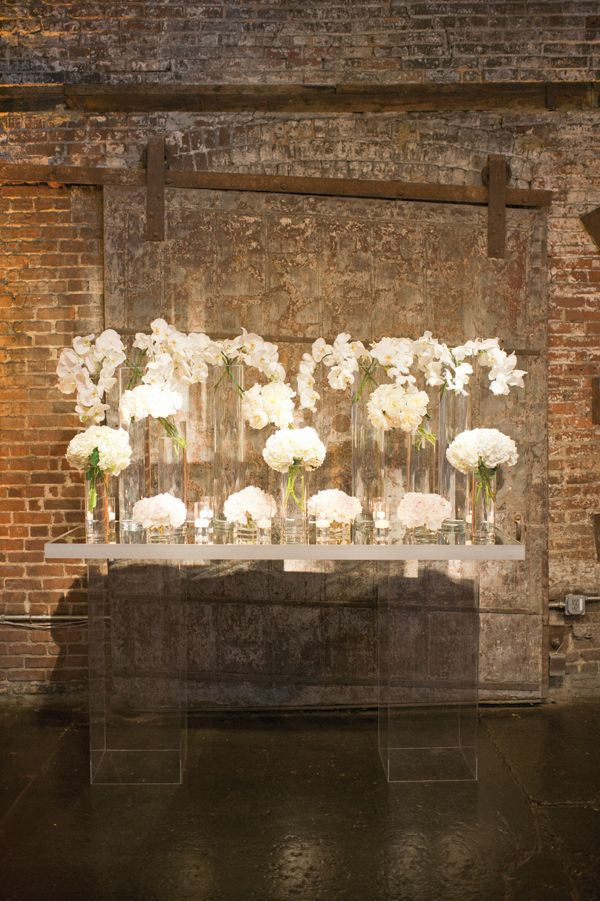 modern + romantic ceremony altar | Harwell Photography #wedding