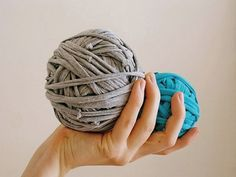 DIY-Anleitung: Textilgarn aus alten T-Shirts herstellen via DaWanda.com