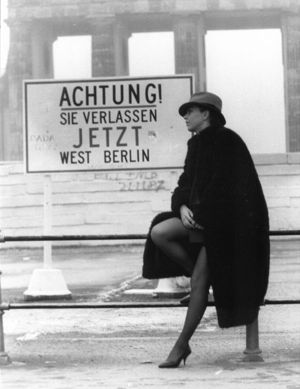 Fashion at the Berlin Wall. www.lberger.ca