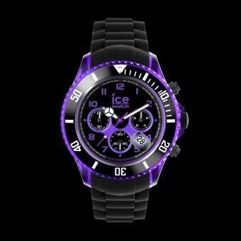 Se trata de una colección única de relojes extra grandes con un diseño elegante para hombres activos que les gusta un estilo moderno y a la vez informal. Los detalles translúcidos de colores eléctricos enfatizan la caja y la esfera del reloj. Luminoso y transparente, con una correa de color negro mate tiene las cualidades de un héro