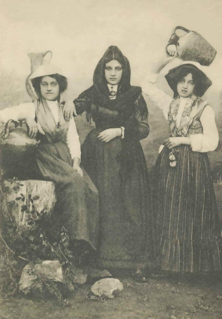 Donne in Costume Alerese ~ L'abbigliamento tipico della donna. Typical dress of the women of Ales, Sardegna, Italy ~ Time frame unknown