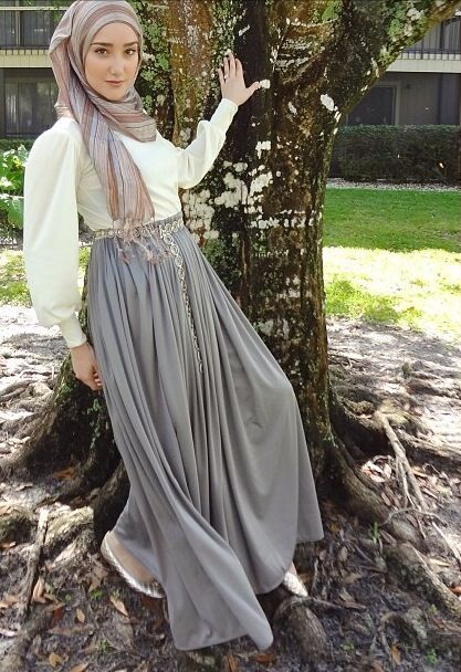 How beautiful does @YazTheSpaz89 look in the flow gown from www.hijablouvre.com . We currently have 1 small physically available that can be shipped out tomorrow however WE CAN RESTOCK this dress as a pre order in any size or measurements you would like ! Check out out the product details on this dress for more information or email us at orders@hijablouvre.com #hijablouvre #yazthespaz #stunning
