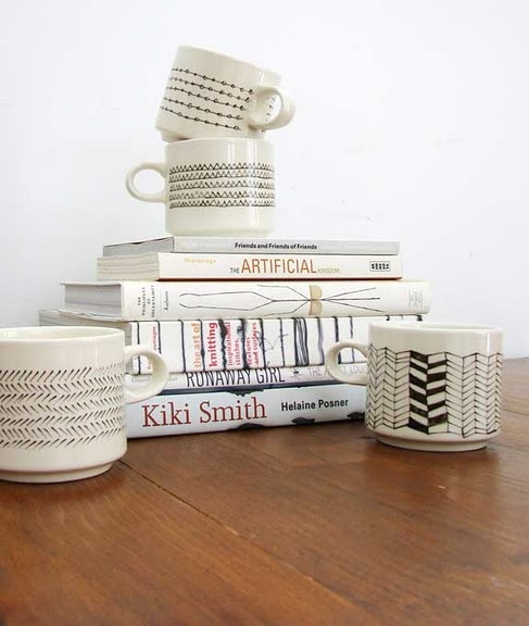 porcelaine pen & mismatchy mugs: Diy Ideas, Good Ideas, Crafts Ideas, Sharpie Mugs, Aesthetics Outburst, Cute Design, Coff Cups, Porcelain Pens, Paintings Mugs