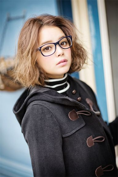Model / Cecil Kishimoto. A black duffel coat.  Cute fashion by Image.