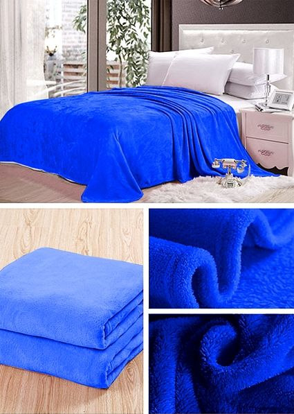 Dekorační deky a přikrývky v sytě modré barvy
