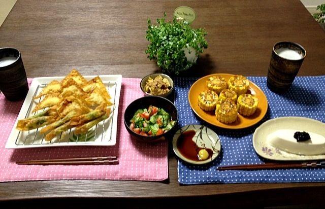 イカの梅シソ揚げワンタンは、簡単で美味しくおつまみにピッタリ! (^O^) - 25件のもぐもぐ - 蟹カマと胡瓜の酢の物、イカの梅しそ揚げワンタン・鶏ミンチ揚げワンタン、ツナと茹でキャベツの和え物、とうもろこしのタレ焼き、冷奴の海苔のせ、ビール by pentarou