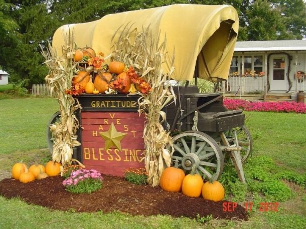 Outdoor fall decor — covered wagon!