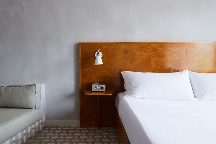 In New Orleans, a 1956 motel – a brick pile complete with period signage and typical low-rise architecture – underwent a refurbishment that retains the nostalgic feel of the structure while at the same time infusing it with modern tastes.