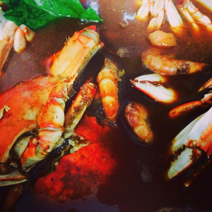Blue crab chilpachole  soup!!! An amazing original recipe from Veracruz, México!!! I added some shrimps...  Chilpachole de jaiba, una increíble receta de Veracruz, México!!! Le agregue unos camarones...  8 guajillo peores 1/2 onion 5 tomatoes 600 gr crab meat 4 blue crabs halfed Garlic Epazote herb  Toast peppers, onion, garlic & tomatoes. Blend and frie. Make a blue crab fumet. Strain and reserve the water and crabs Boil fumet with pepper paste, add shrimp, crab meat and crabs, epazote 20…
