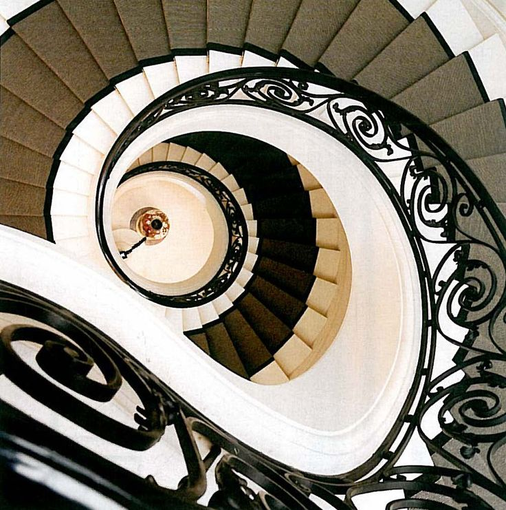 Legendary French interior designer Andrée Putman passed away in Paris, this past Saturday at the age of 87.     Here is a staircase for an apartment she designed in Paris.