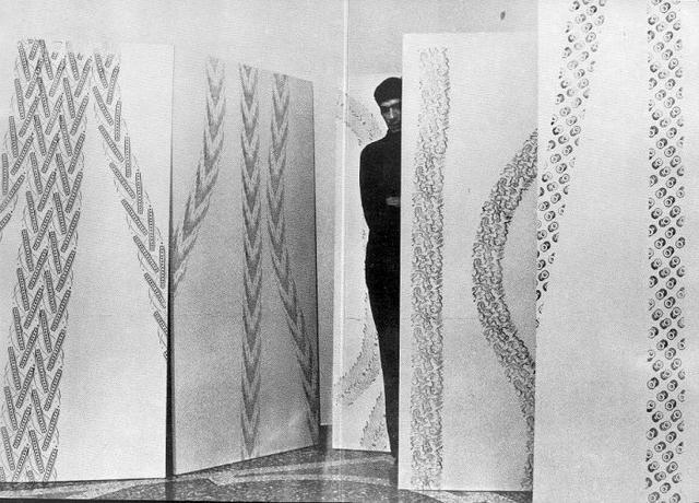 Renato MAMBOR, Itinerari 68. Milano, Galleria dell'Ariete, (Catalogo n. 137), 1968. Catalogo della mostra Aprile 1967. Presentazione di Nanni Cagnone. Una foto a piena pagina dell'artista