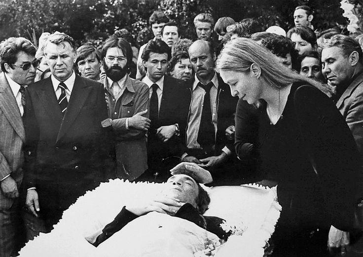 Ваганьково, 28 июля 1980 года. Н.Дупак, И.Бортник, С.Говорухин, В.Янклович, М.Влади.<br />