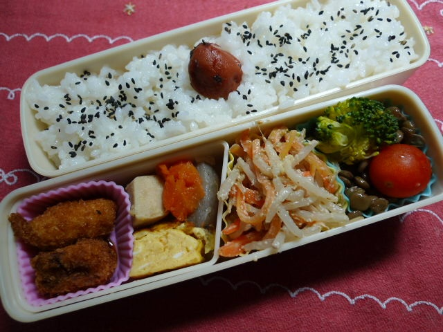 - Fried Pork and Fish Paste Roll  - Rolled Omelet  - Pot‐au‐feu  - Sprout and Carrot : Sesame Sauce  - Lens Beans, Broccoli and Tomato
