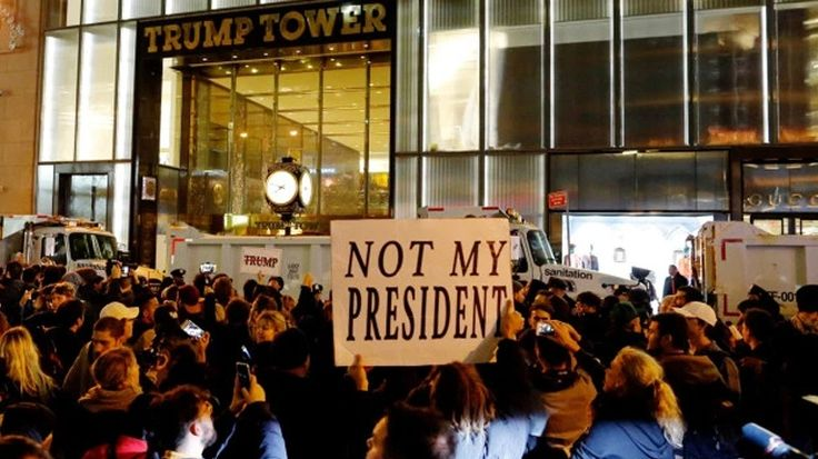 [Ζούγκλα]: Διαδηλώσεις πραγματοποιήθηκαν στη Νέα Υόρκη, το Σικάγο κι άλλες πόλεις κατά της εκλογής Τραμπ | http://www.multi-news.gr/zougla-diadilosis-pragmatopiithikan-sti-nea-iorki-sikago-alles-polis-kata-tis-eklogis-tramp/?utm_source=PN&utm_medium=multi-news.gr&utm_campaign=Socializr-multi-news