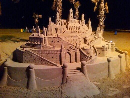 Castillo de arena en la playa de Calpe