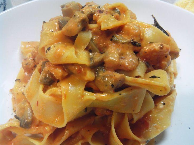 Taggliatelle with mushrooms,schrimps in pink sauce by Info4foods.blogspot.gr: Ταλιατέλες με μανιτάρια και μικρές γαρίδες σε ρόζ ...