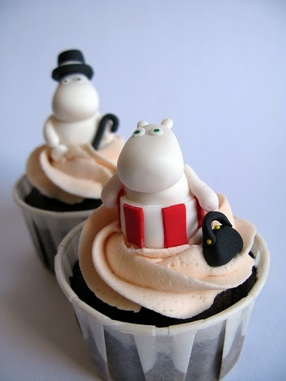 Moomin cupcakes @Ricci Struble Blackett ...mum my birthday is a few months away, enough time for you to perfect these for me ;)