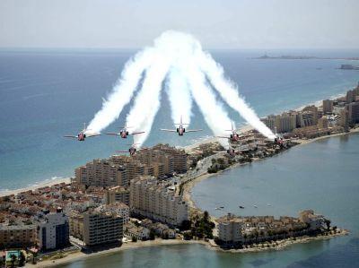Patrulla Aguila sobrevolando la Manga del Mar Menor. Murcia.