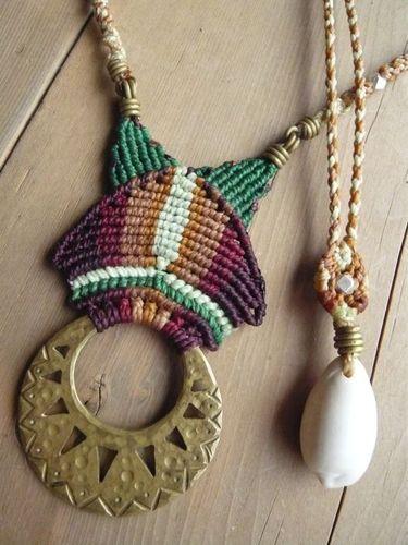 真鍮とマクラメ編みのペンダント