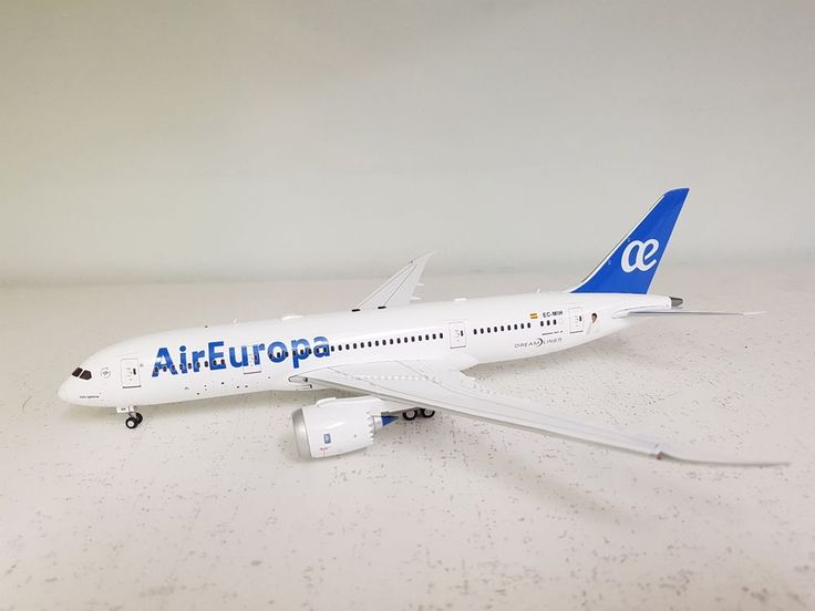 InFlight200 Boeing 787-800 AirEuropa EC-MIH Ref: IF78781117 'with stand' #InFlight200