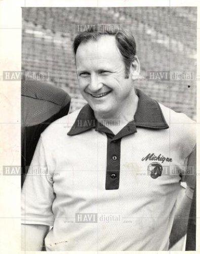 1975-Press-Photo-Bo-Schembechler-Michigan-Football-885