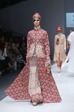 Long Outer Jacket - Itang Yunasz | Jakarta Fashion Week (JFW) 2016. #Kalimantan  www.itangsz.com